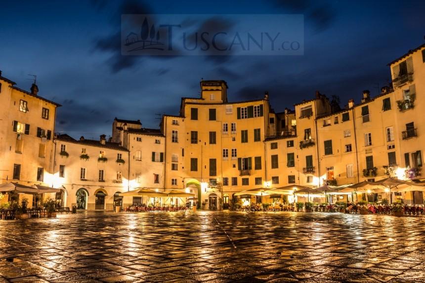 piazza-anfiteatro-lucca-4